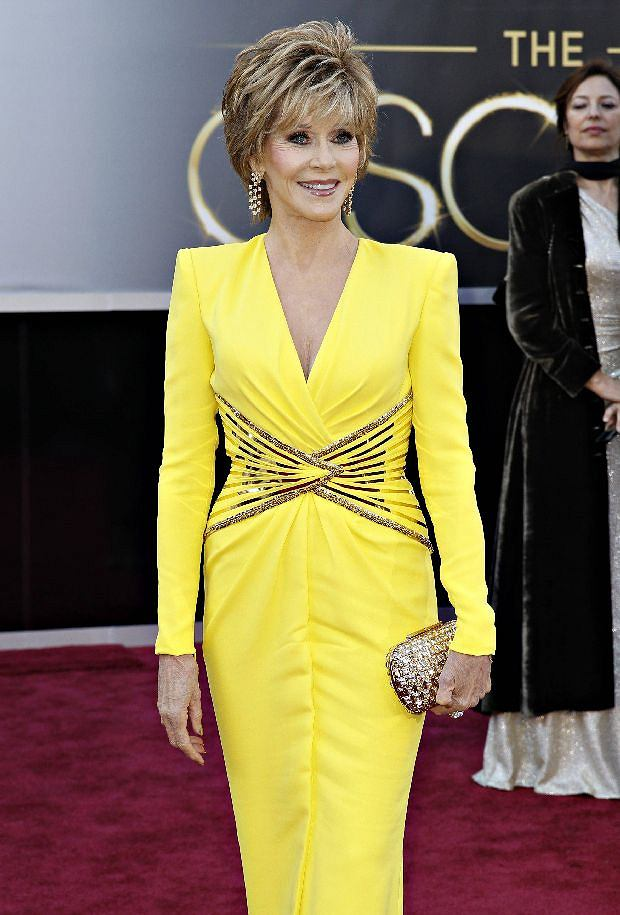 Two-time Academy Award winner Jane Fonda, wearing a yellow Versace gown, arrives at the 85th Academy Awards in Hollywood, California February 24, 2013.    REUTERS/Lucas Jackson  (UNITED STATES TAGS:ENTERTAINMENT) (OSCARS-ARRIVALS)
