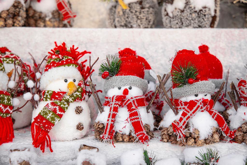 Bałwanek ze skarpetki - jak zrobić świąteczną dekorację do pokoju.