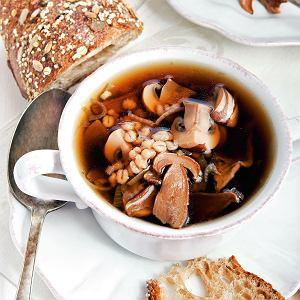 Zupa grzybowo-cebulowa zpęczakiem