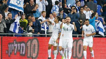 Eliminacje Euro 2020. Izrael rozbił Austrię i jest liderem Grupy G. Eran Zahavi cieszy się z kolegami