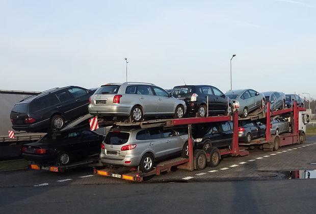 """Nie kupuj używanych aut """"na Niemca"""". To ryzykowne pomaganie oszustom"""