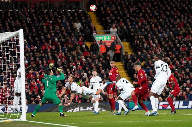 Liverpool wyrównał rekord Premier League. Koszmarny błąd Fabiańskiego