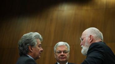 Didier Reynders (centrum), Tierry Bretton po lewej stronie
