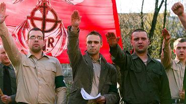 Tomasz Greniuch (w środku) podczas krakowskiej demonstracji ONR (zdjęcie z 2007 roku).