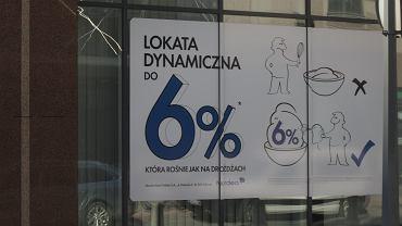 Mniej Polaków chce oszczędzać na lokatach