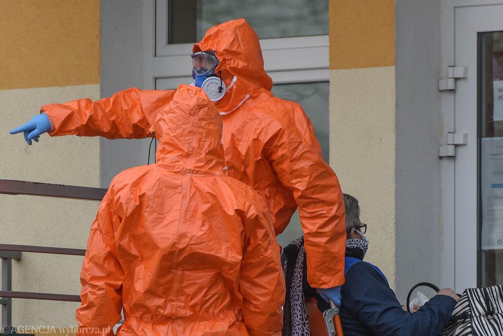 W Domu Pomocy Społecznej jest już 25 zakażonych koronawirusem osób. Kolejni pacjenci czekają na wyniki testów.