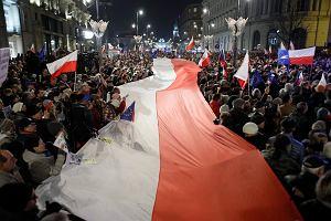 Tak Polska demonstrowała w obronie wolnych sądów [GALERIA ZDJĘĆ]