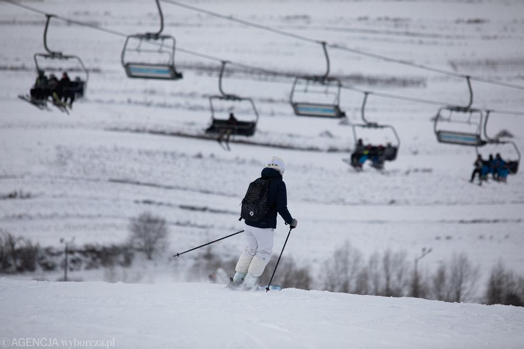 Stacja narciarska 'Narciarski Raj u Rzetelskiego' pomimo zakazu pandemicznego była otwarta