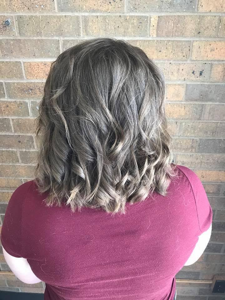 Fryzjerka odmówiła ogolenia włosów nastolatce z depresją