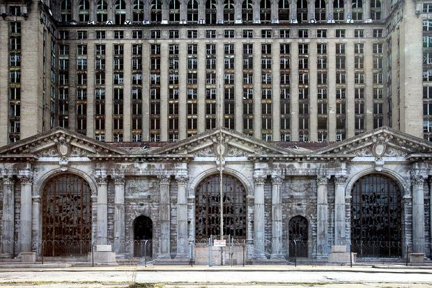 Opuszczone miejsca: Ruiny Detroit (USA) / shutterstock