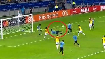 Edinson Cavani strzelił pięknego gola w meczu Urugwaju z Ekwadorem