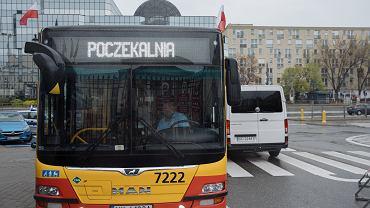 Drugi dzień szczepienia bez zapisów w majówkę na pl. Bankowym w Warszawie
