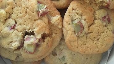 Gnieciuchy z rabarbarem - pyszne i proste ciasteczka, które zrobisz w kilka chwil [PRZEPIS]