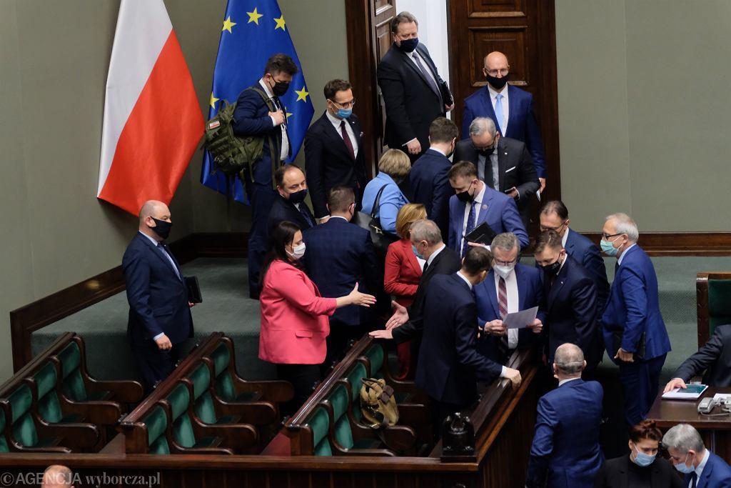 Sejm podjął decyzję w sprawie Funduszu Odbudowy. Co dalej?
