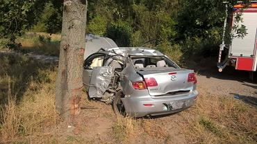 Wypadek mazdy w okolicy wsi Podbrzezie