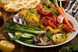 Warzywa z grilla - jakie warto grillować i jak to robić, aby były smaczne i zdrowe?