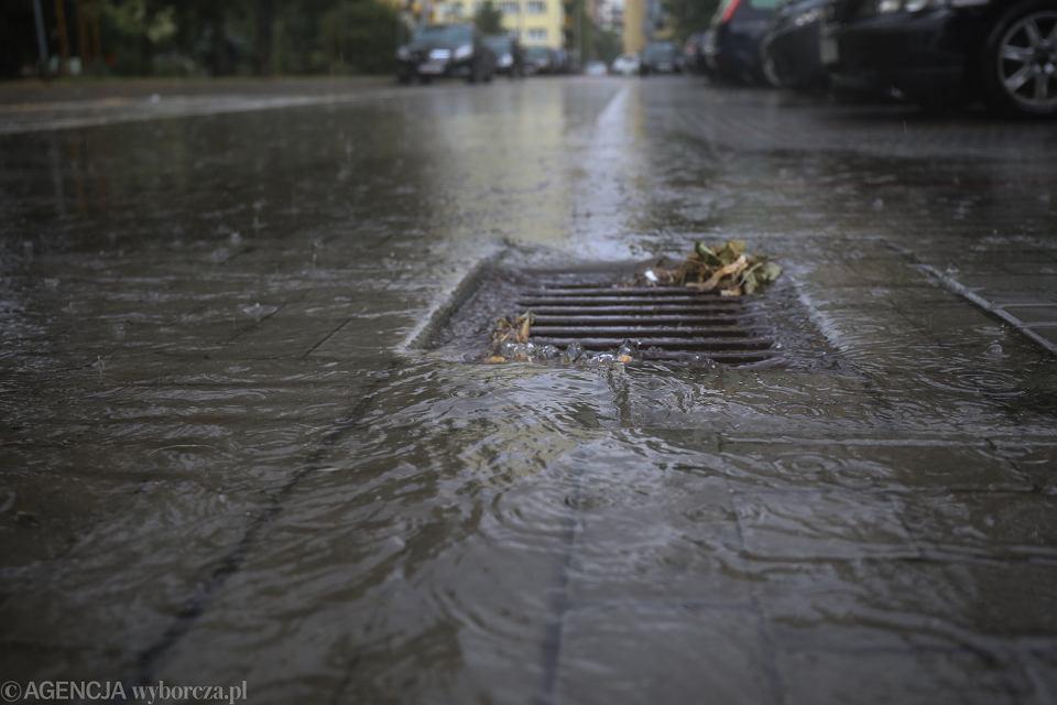 Gwałtowne ulewy nad Warszawą (zdjęcie ilustracyjne)