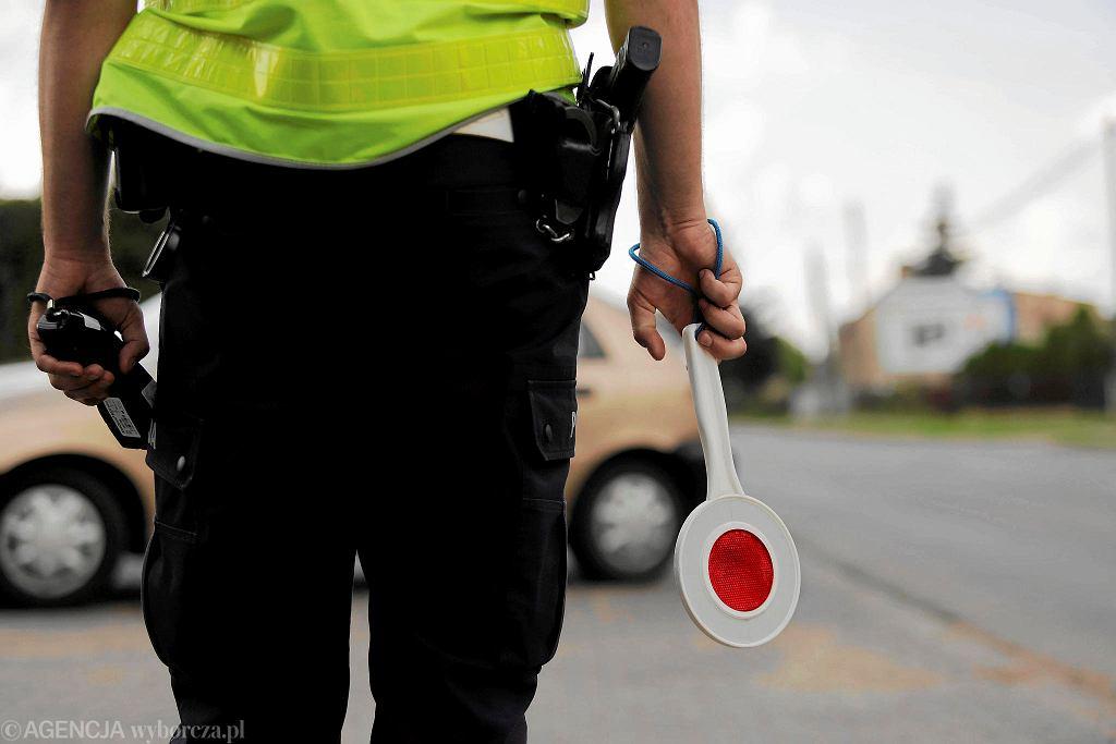 Policjanci podczas kontroli drogowej mogą sprawdzać stan liczników