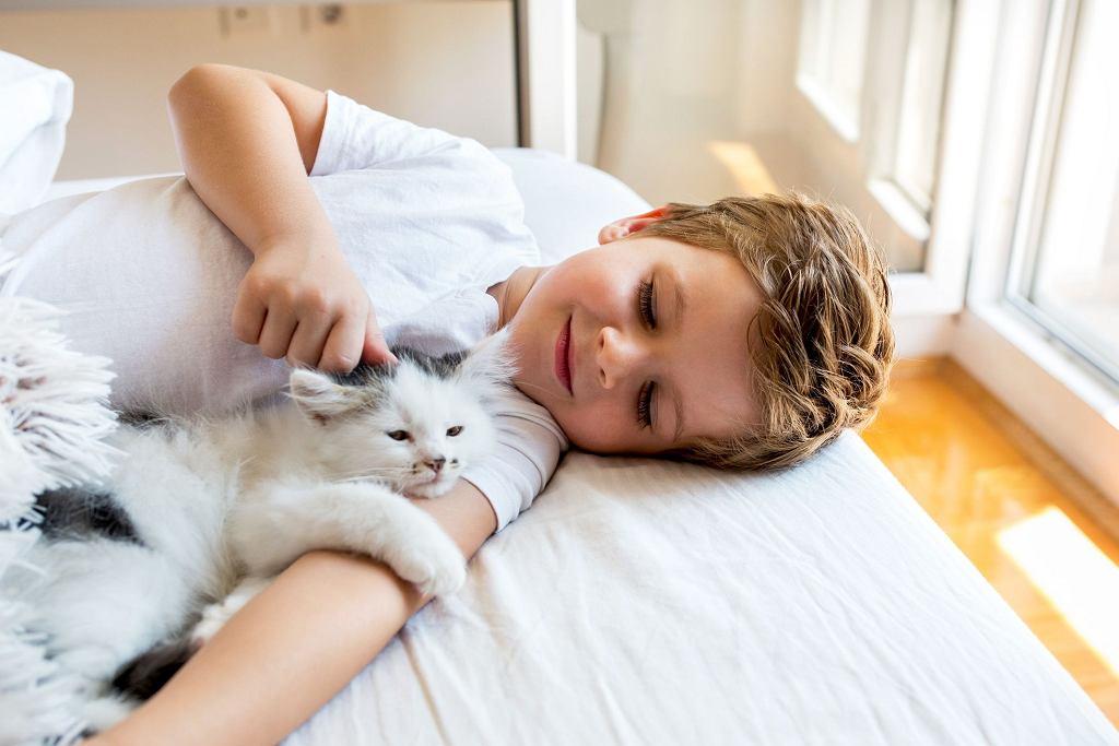 Trudno jest stwierdzić, jaki wiek jest najlepszy, aby zostawić dziecko samo w domu. Wiele zależy od jego wrażliwości i temperamentu.