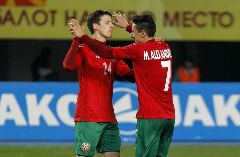 Macedonia - Bułgaria 0:2. Z lewej były piłkarz Lecha Poznań Aleksandar Tonew