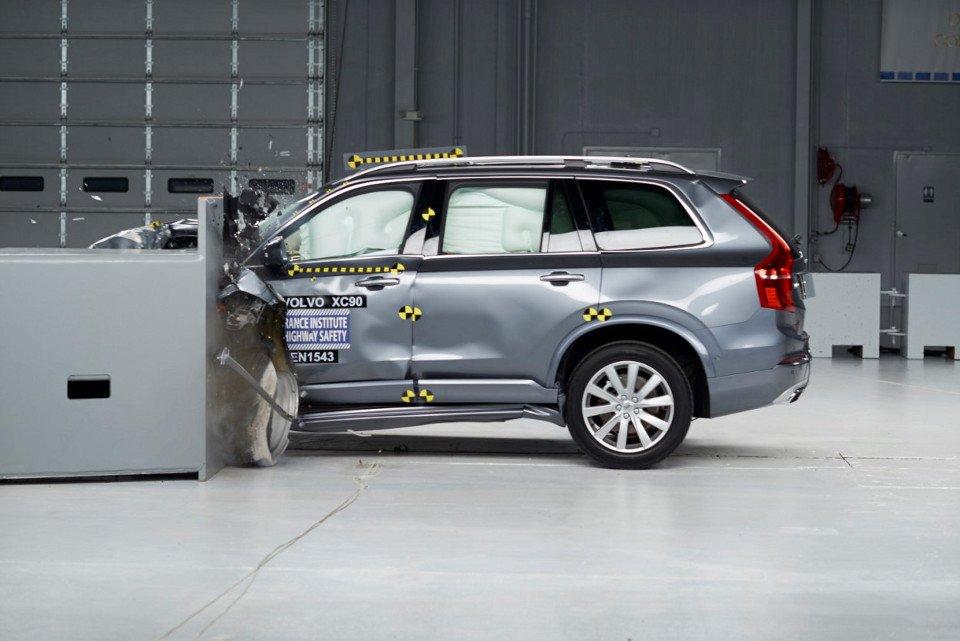 Volvo XC90 - test zderzeniowy IIHS