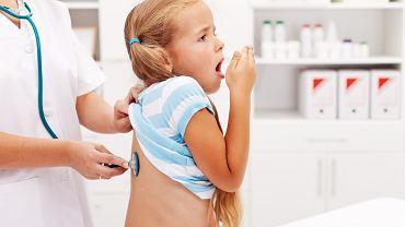 Zapalenie oskrzeli u dziecka to najczęściej powikłanie po infekcji górnych dróg oddechowych