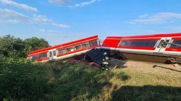Zachodniopomorskie. Pociąg zderzył się z ciężarówką. Wykoleił się dwa wagony