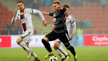 Tymoteusz Puchacz (ciemny strój GKS Katowice) wraca do Lecha Poznań