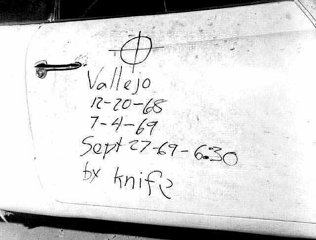 Napisy na drzwiach samochodu ofiar Zodiaka