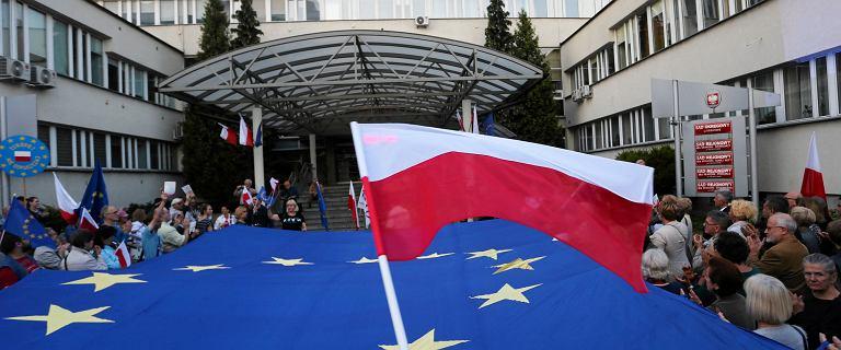 KE wszczyna kolejną procedurę wobec Polski. Tym razem chodzi o sędziów