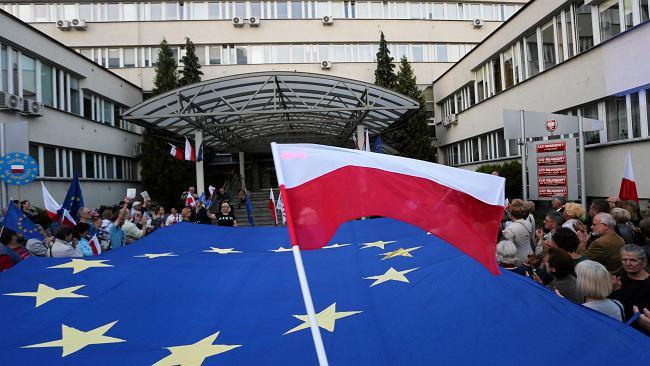Komisja Europejska wszczyna kolejną procedurę wobec Polski