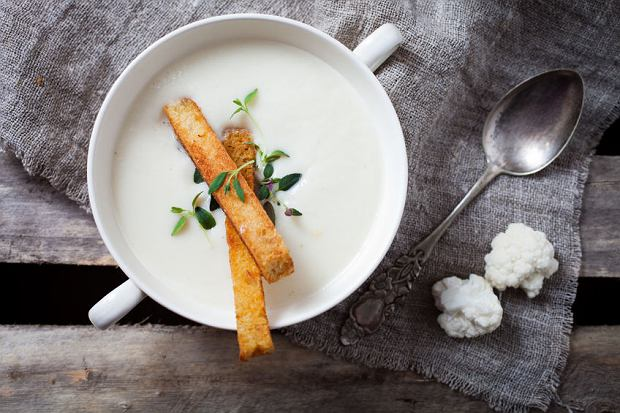 Rozgrzewająca zupa-krem z kalafiora