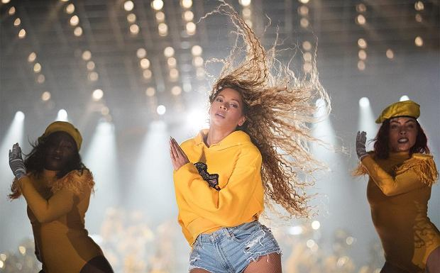 Beyonce podczas występu na Coachelli