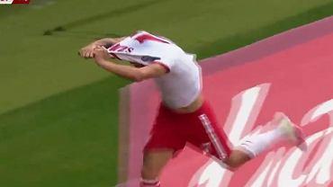 Damian Szymański świętuje gola w meczu Polska - Anglia