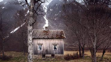 Britt Marie Bye przeniosła się do Norwegii, gdzie fotografuje zapomniane i opuszczone domy