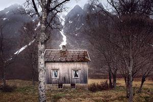 Fotografuje miejsca, o których inni dawno zapomnieli. Wyglądają jak ze skandynawskich kryminałów