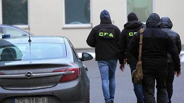 Prokuratura Okręgowa przy ulicy Kilińskiego . Zatrzymani biznesmeni przez agentow Centralnego Biura Antykorupcyjnego CBA  na terenie prokuratury .