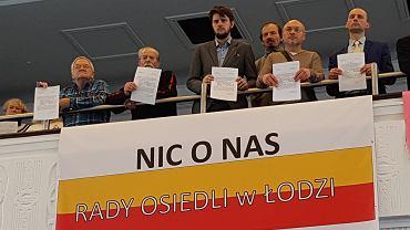 Protest przedstawicieli rad osiedla podczas sesji rady miasta
