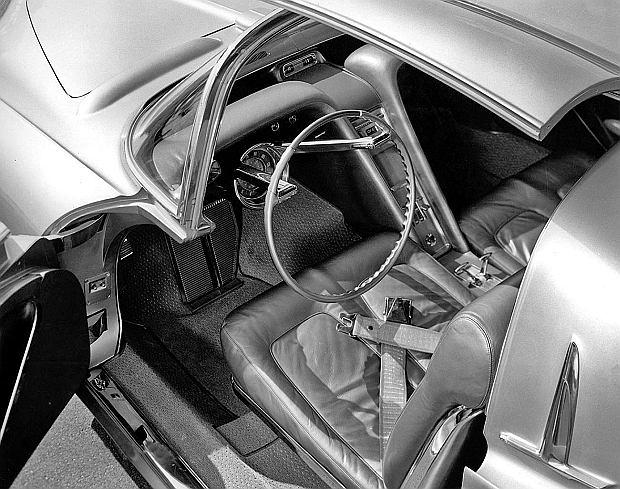 Rocet był jednym z pierwszych samochodów z regulowaną kolumną kierownicy