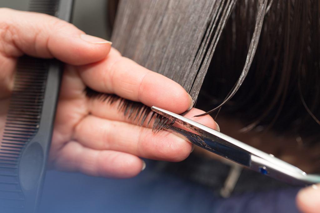 Fryzury dla okrągłej twarzy i cienkich włosów (zdjęcie ilustracyjne)
