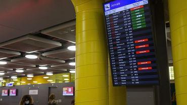 Lotnisko w Genewie. Szwajcaria zawiesiła połączenia lotnicze z Wielką Brytanią. Powodem jest nowa mutacja koronawirusa, która pojawiła się na Wyspach.