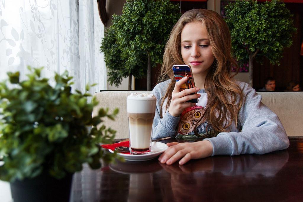 Często aktywność online jest substytutem tego, czego nie osiąga się w relacjach z rówieśnikami w klasie.