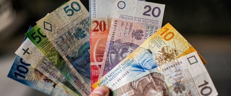 Duże banki chcą ugód z frankowiczami. Chodzi o dziesiątki tysięcy umów