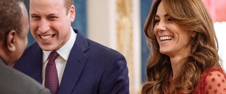 Rozbawieni Księżna Kate i książę William świętują w Pałacu Buckingham