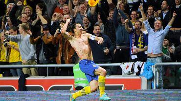 Radość Zlatana Ibrahimovicia po niesamowitym golu strzelonym Anglii w 2012 r. W książce 'Piłkomatyka' znajdziejcie wykres z 'trajektorią lobu z przewrotki Ibrahimovicia według fizyki newtonowskiej'