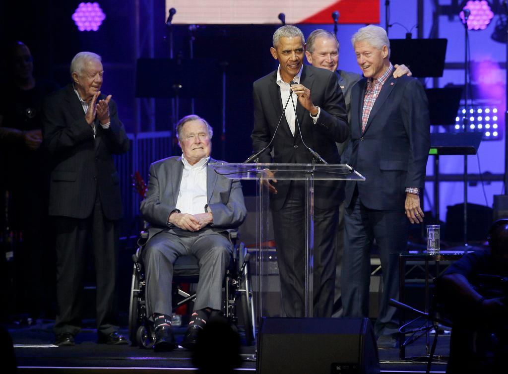 Byli prezydenci USA na koncercie