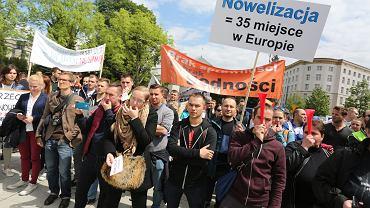 Protest fizjoterapeutów przed sejmem, 18 maja 2016.