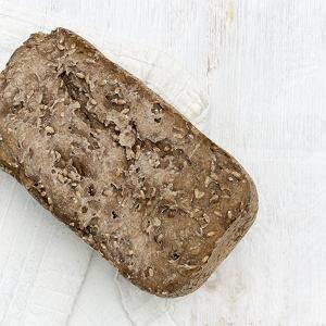 Domowy chleb żytni z ziarnami - przepis krok po kroku