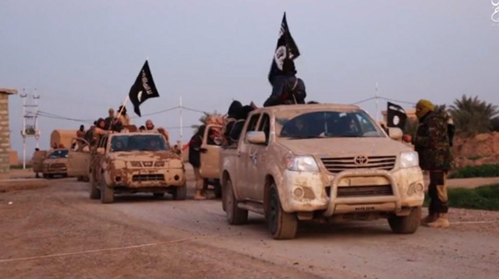 Bojownicy tzw, Państwa Islamskiego w nagraniu propagandowym organizacji