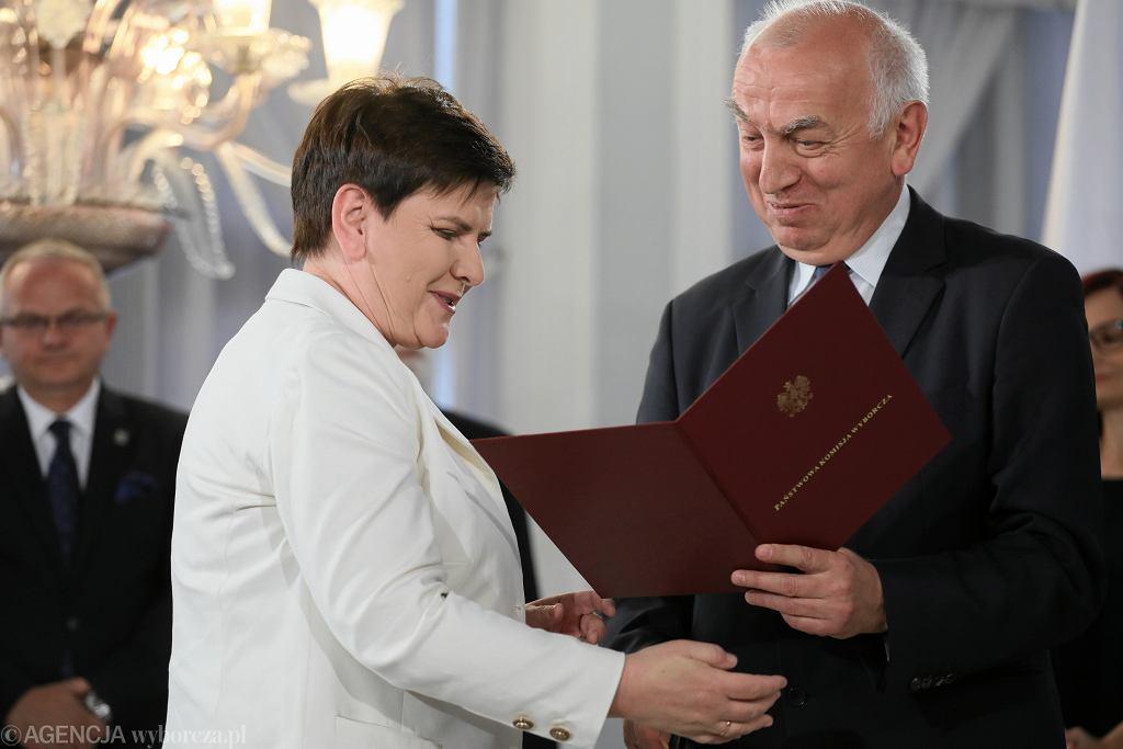 Beata Szydło odbiera zaświadczenie o wyborze na europosła
